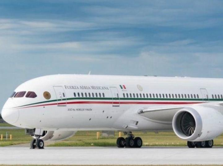 Anuncia AMLO que avión presidencial podría sortearse en Lotería Nacional
