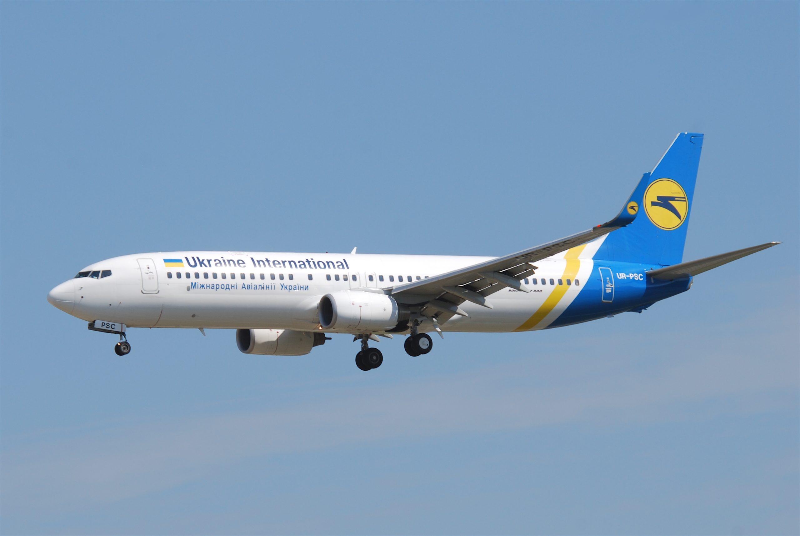Se estrella avión con 180 pasajeros en aeropuerto de Teherán