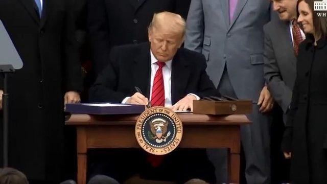 Destaca Trump amistad con AMLO en firma del T MEC