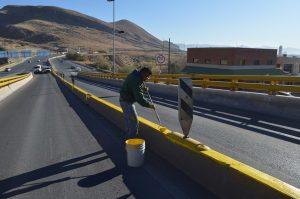 Realizan pintado y bacheo de avenida Juárez y Lombardo Toledano