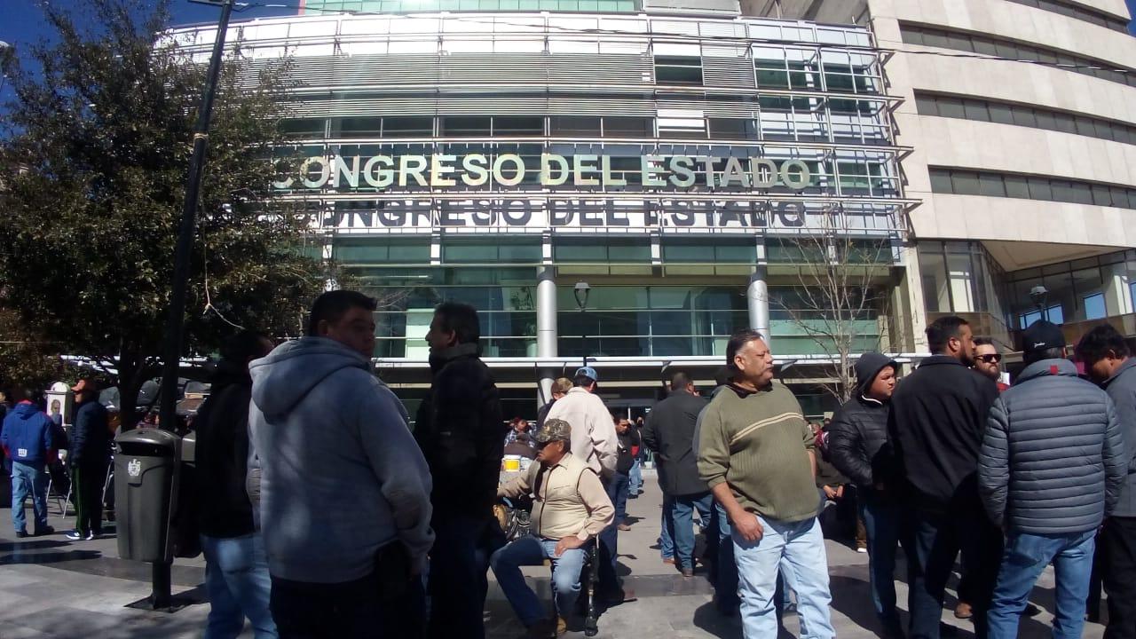 Entretuvieron a transportistas en Palacio de Gobierno para entregar Ley en Congreso