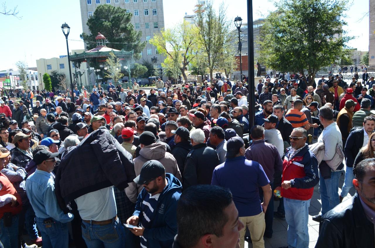 Aunque madrugaron a transportistas, diluyen protesta en Congreso