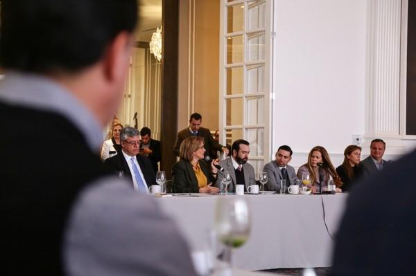 Asiste Maru Campos a la primera sesión del año de DESEC