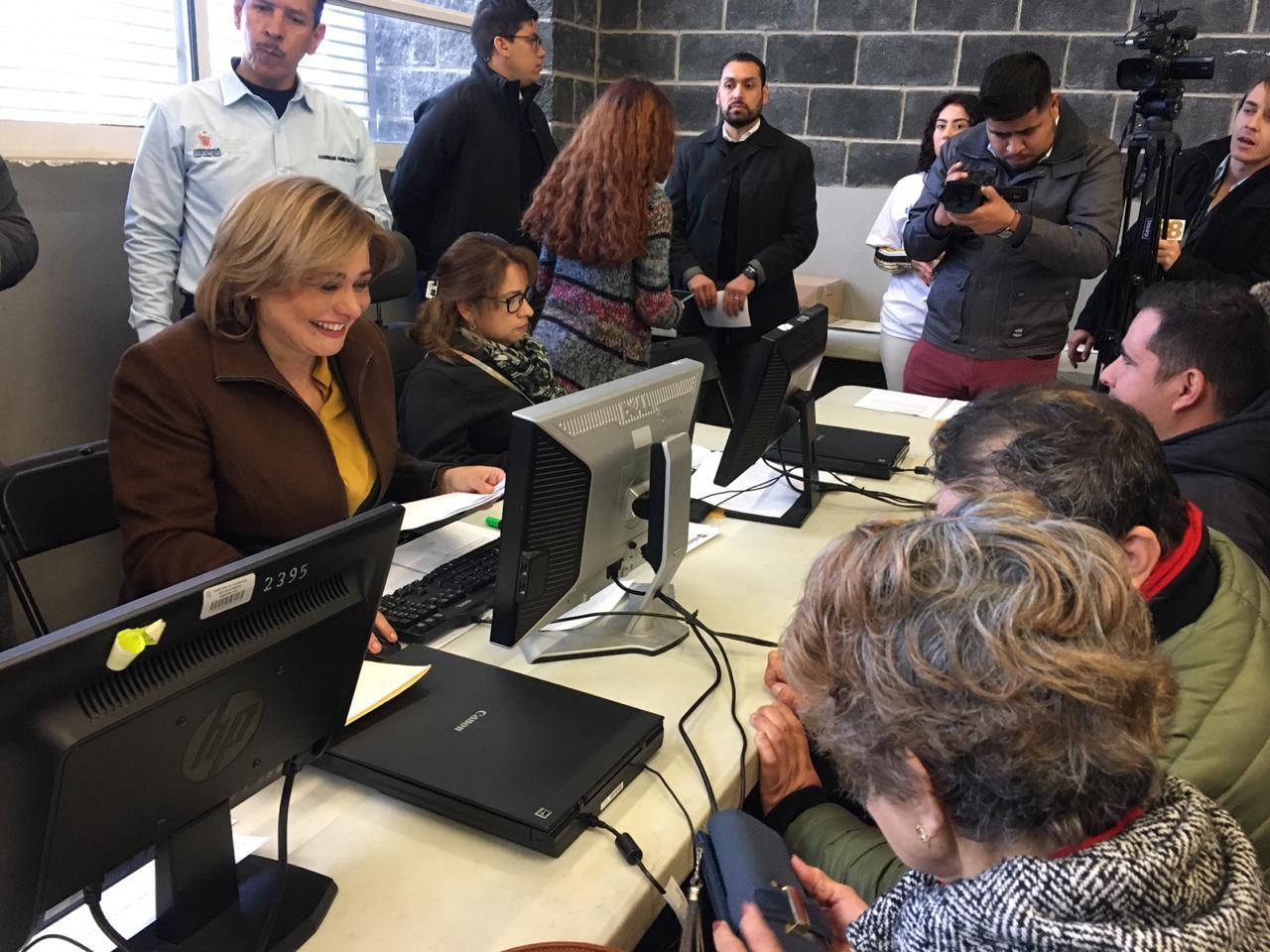 Maru y Bonilla reciben documentos para becas de discapacidad