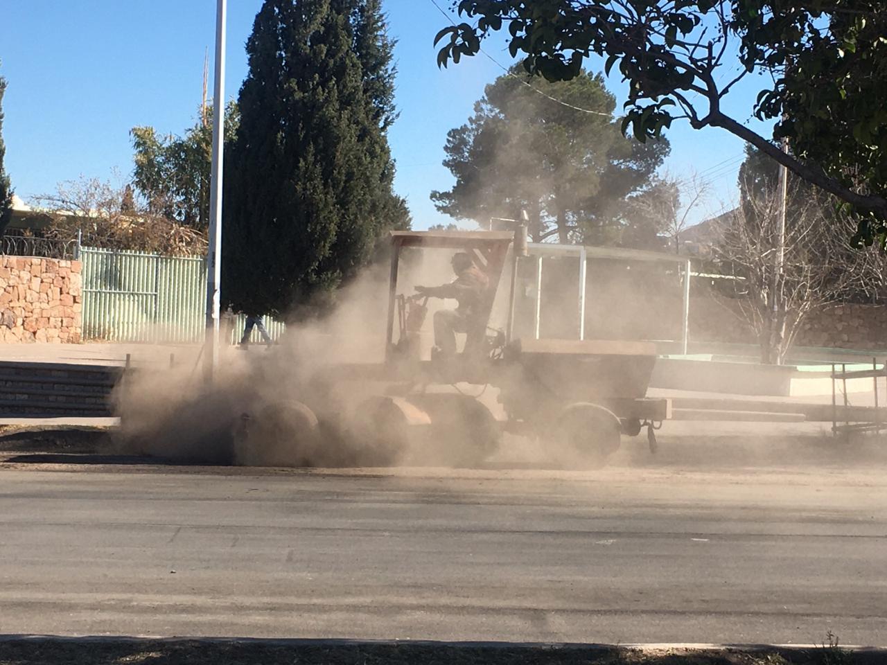 Maru checa trabajos de pavimento en la 27 y Gómez Morín