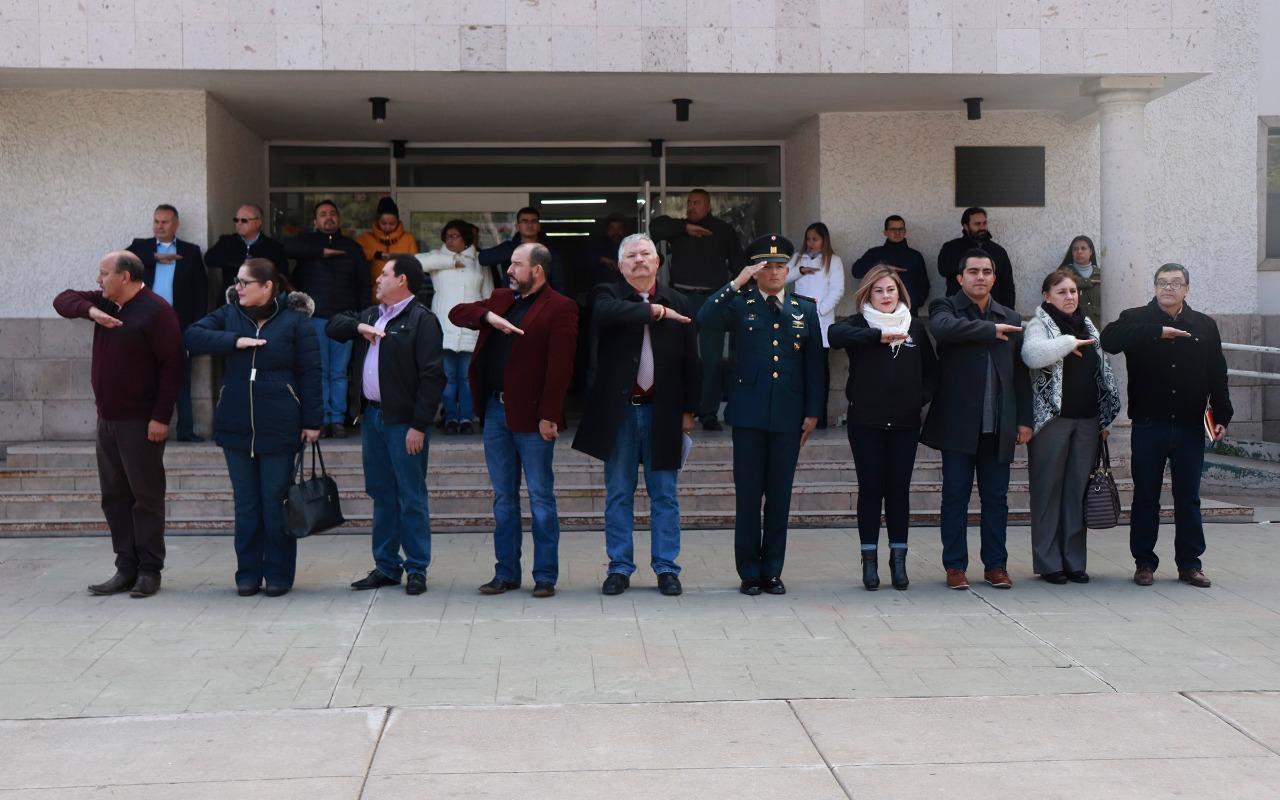 CONMEMORAN ANIVERSARIO DE LA PROMULGACIÓN DE CONSTITUCIÓN