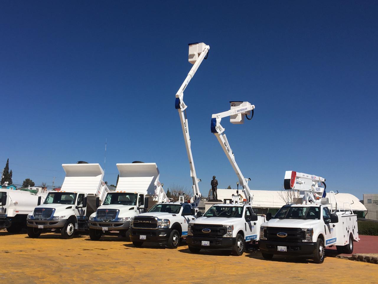 Entrega Maru Campos vehículos para dar mantenimiento urbano