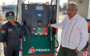 «Decidimos bajar el precio de la gasolina para que no se sienta tanto la crisis económica»: AMLO