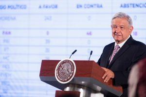 Aprobación de pensiones sociales es avance para establecer Estado de Bienestar: AMLO