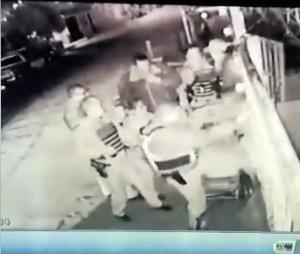 DSPM se defiende tras VIDEO de golpiza, señalan que primero fueron agredidos por 2 jóvenes ebrios