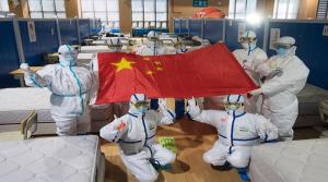 Anuncia China que finalizó en su territorio pico de COVID-19