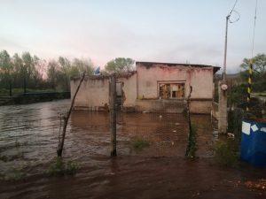 Lluvias en Casas Grandes desbordan río y provocan desalojo de 50 familias
