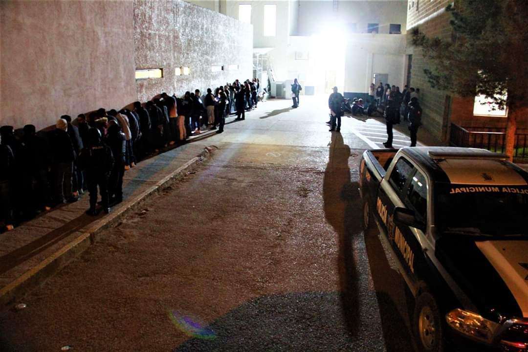 Policías Municipales detienen a 45 adultos y resguardan a 195 adolescentes en raves