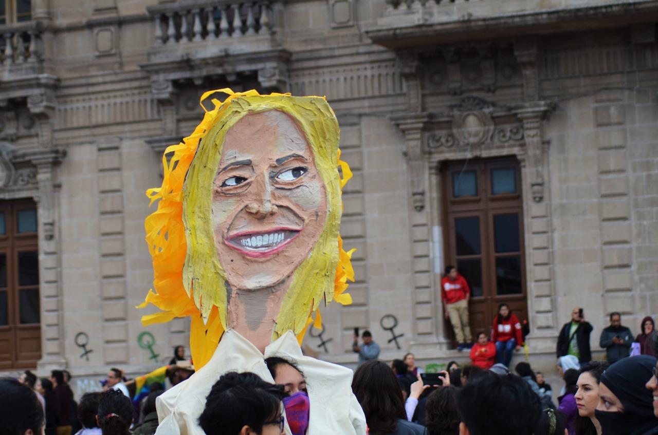 Critican a Maru Campos en marcha del 8M por postura conservadora