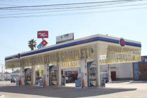 Defiende Corral a De la Vega de  Profeco, ante negativa de sellos en gasolinera por venta incompleta de litros