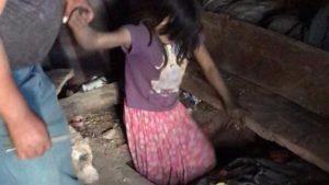 Tutores «escondían» a niña de 9 años en hoyo debajo de la cama