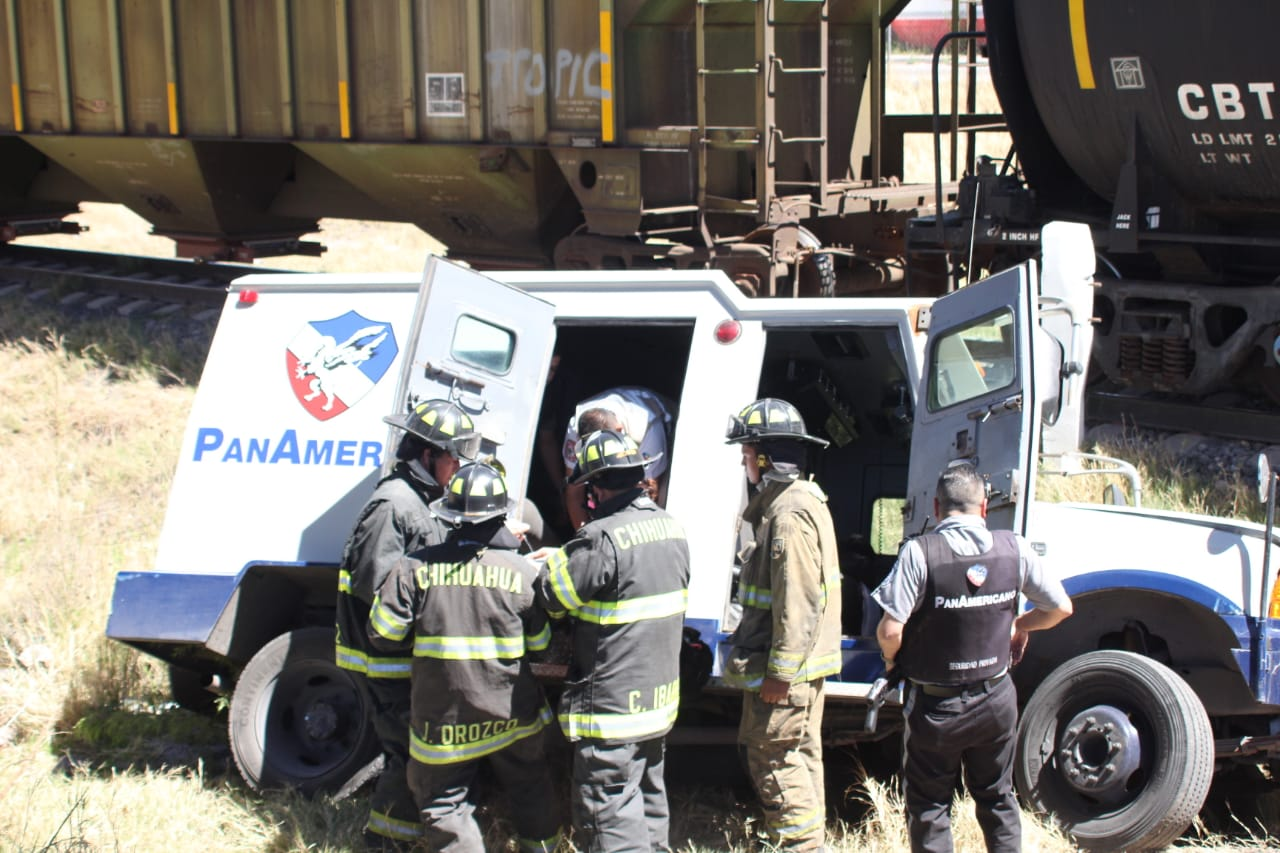 Tren choca contra camión de valores