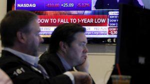 """""""Lunes negro"""" Se desploman las bolsas del mundo, Wall Street y suspenden operaciones de emergencia"""