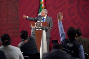 Prepara AMLO ejército de médicos contra el COVID19 en México