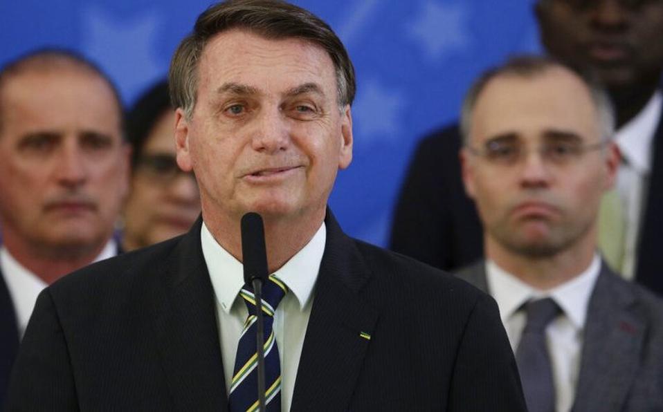 """""""¿Qué quiere que haga?, soy mesías pero no hago milagros"""", dice Bolsonaro ante muertos en Brasil por COVID19"""