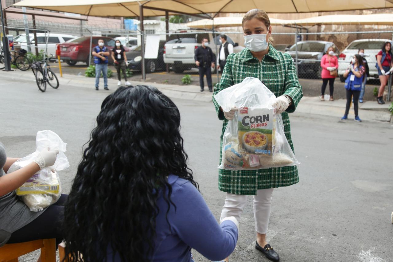 Entrega Gobierno Municipal despensas a trabajadoras sexuales
