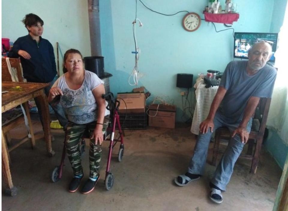 Familia tenía 2 días sin probar alimento, policías los ayudaron
