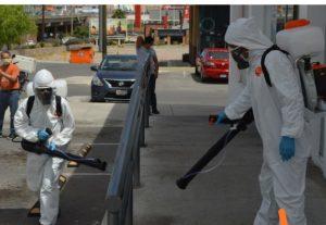 Desinfecta Gobierno Municipal exterior de hospitales y espacios públicos