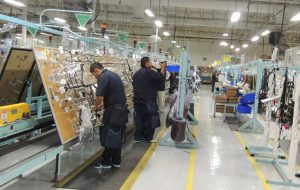 Van 3 trabajadores de maquila muertos por COVID19, empresas mantienen operaciones en Chihuahua