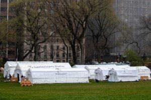 Ante desbordamiento médico por COVID19, levantan hospital de campaña en Central Park de Nueva York