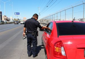 Vigilará Policía Vial que no viajen más de dos adultos por vehículo