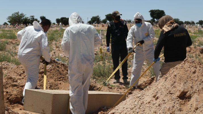 «Vacía» FGE morgue en Juárez, sepulta 100 cuerpos abandonados