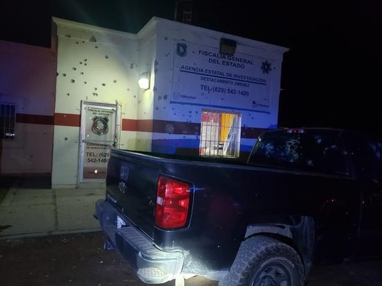 El infierno en Jiménez; Comando armado ataca comandancia de la CES e incendia autos tras feroz balacera