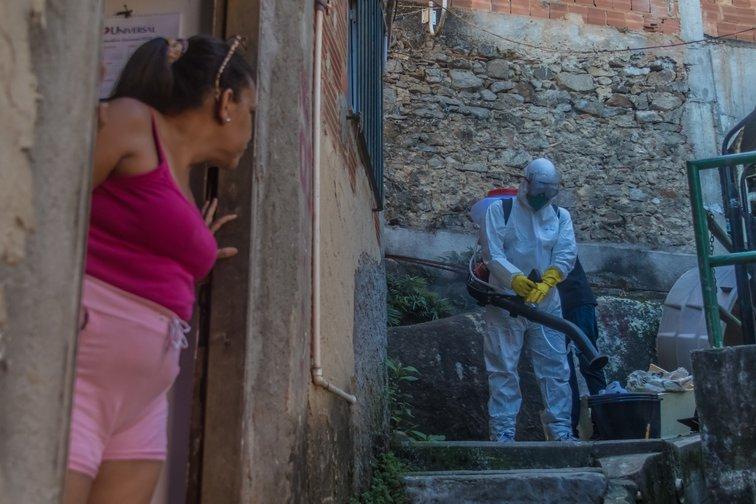 Es Brasil el tercer país con más número de contagios de COVID19