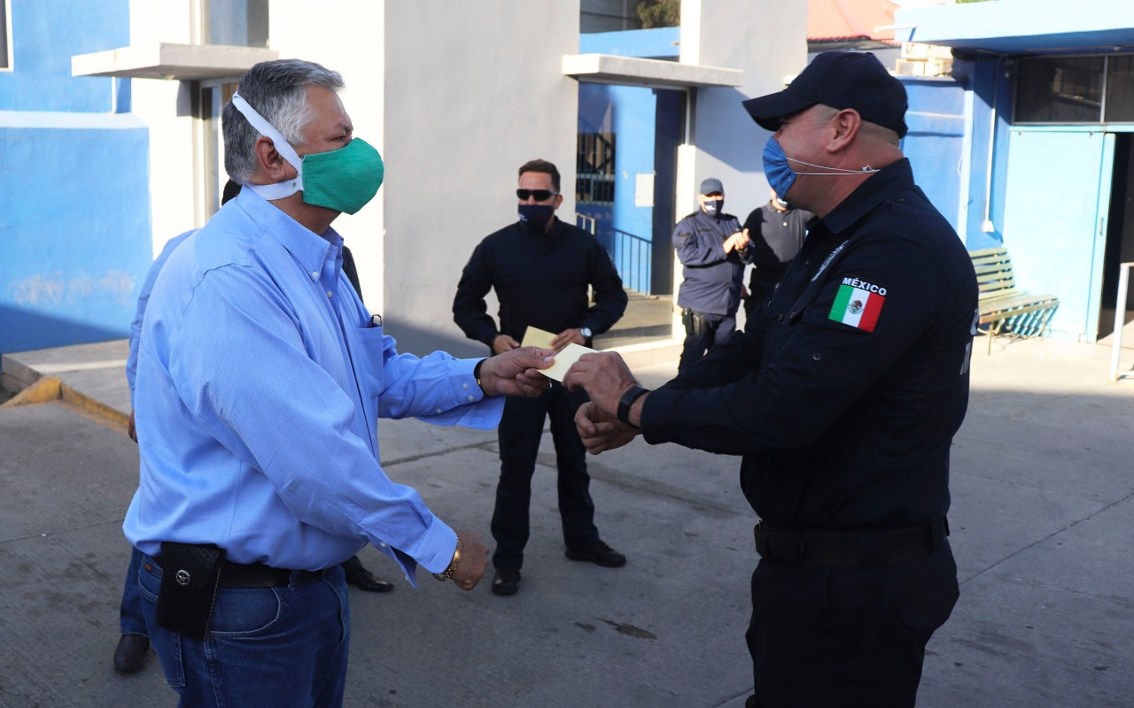 REMUNERAN EN CUAUHTÉMOC A POLICÍAS CON MOTIVO DE SU DÍA