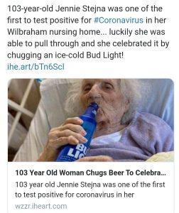 """Abuelita de 103 años fan de Red Sox, vence al Covid-19 y lo celebra con una Bud bien """"helodia"""""""