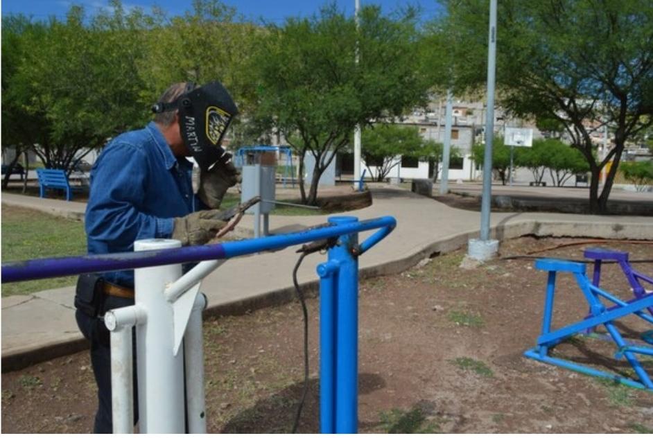 Repara Gobierno Municipal mobiliario en 20 parques