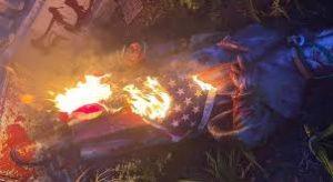 Decapitan, derrumban y queman  estatuas de Cristobal Colón en protestas anti racistas de Estados Unidos