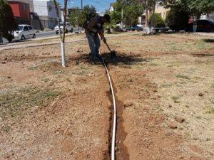 Instala Municipio sistema de riego en parque al norte de la ciudad