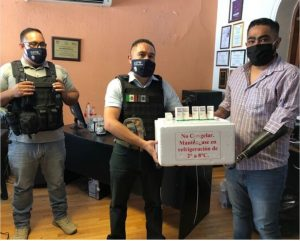 Entregan policías municipales medicamentos donados para niños con cáncer