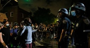 Protestas antiracistas llegan a Nueva York, anuncian toque de queda