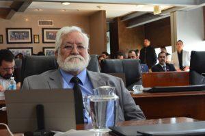 Busca Gustavo de la Rosa eliminar requisito de edad para candidato a gobernador