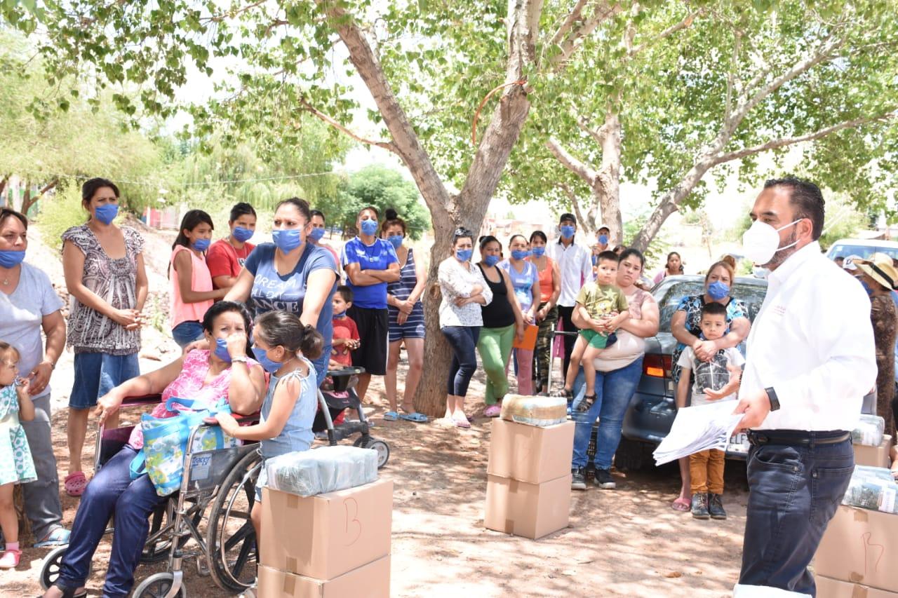 Llega 4T a colonia «El Porvenir», entrega apoyos alimentarios y levantan censo para programas de Bienestar