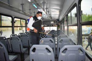 Inicia Alcalde Alfredo Lozoya sanitización de transporte urbano y taxis