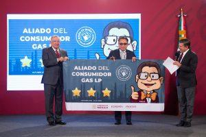 Reconoce AMLO a gasolineros responsables y aliados del consumidor, sostiene no aumento a combustibles