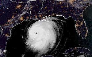 Alerta por marejada catastrófica y vientos extremos en EEUU por huracán Laura, alcanza categoría 4