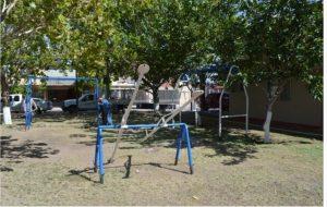 Instalan juegos y bancas en parque de la colonia Popular