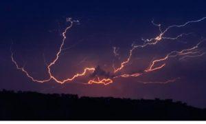 Huracán Genevieve traerá tormentas eléctricas y granizo a la entidad