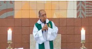 Video: Sacerdote desea la muerte de fieles que no acuden a misa durante pandemia