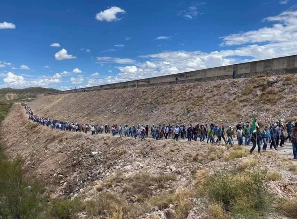 Con violencia toman instalaciones federales en Chihuahua, retienen agua para evitar Tratado Internacional