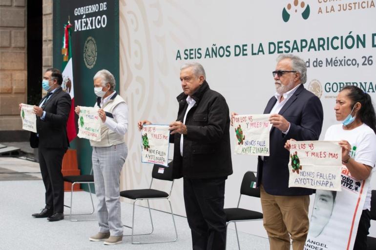"""Reitera AMLO compromiso de justicia a padres de los 43 desaparecidos """"En caso Ayotzinapa, no habrá impunidad"""""""